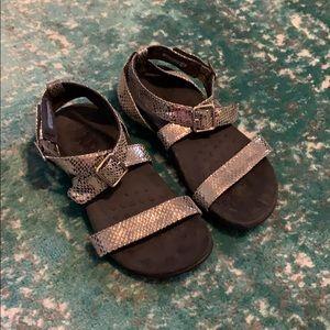 Vionic Elnora sandals size 9W
